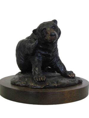 terrance-patterson-nature-figures-sculptures-P282-the-itch-bear-01-statue